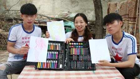 """灿灿和伙伴画彩笔画,哥哥画的""""美人鱼""""太搞笑了,真有趣"""