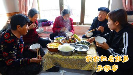 370买牛排,炖的软烂绵乎,招待爷爷奶奶,一家人坐炕上吃真自在