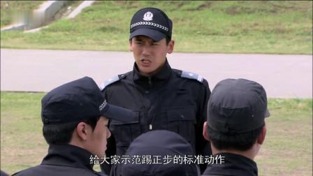 特警瞧不起女人,没想女兵是柔术高手,一脚踢飞特警队长