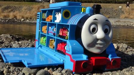 今天又去郊外寻找托马斯和他的朋友们 玩具小火车停车场