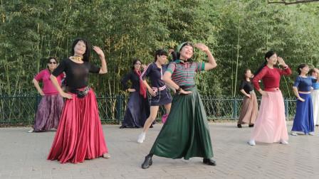 广场舞《你是我的香巴拉》音乐好听,杜老师舞步欢快动感