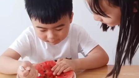 童年的记忆:姐姐怎么把弟弟的西瓜全吃了!