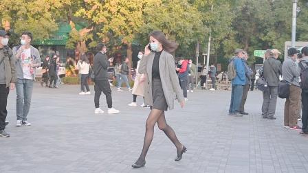 黑色丝袜的美女,衬托身材,可以选择高跟鞋