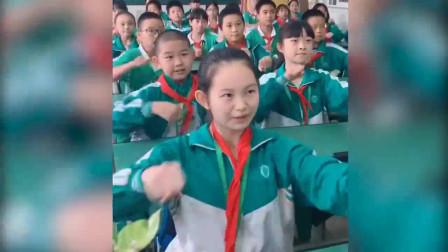 别人家的同学!全班学生一起大跳洗脑神曲,青春的活力啊