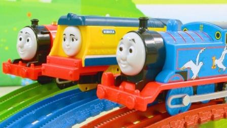 多多岛上的小火车按颜色分组比赛