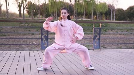 高颜值小姐姐练起太极拳,浑身透着一股仙气,简直太惊艳了!