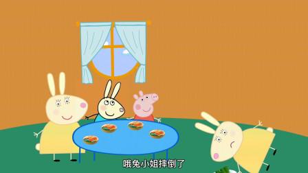 兔小姐受伤了,兔妈妈代替她完成超市收银员的工作