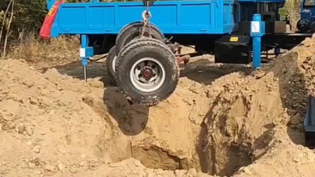 吊挖一体机用起来太方便了,四不像随车挖随车吊,大大节省劳动力