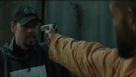 监狱犯人号称百发百中,监狱长官不相信,结果被对方枪法吓到了!