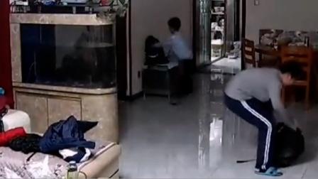 #酷知#偷看电视时听到妈妈回家秒回房
