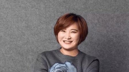 沈腾贾玲演唱《路灯下的小姑娘》