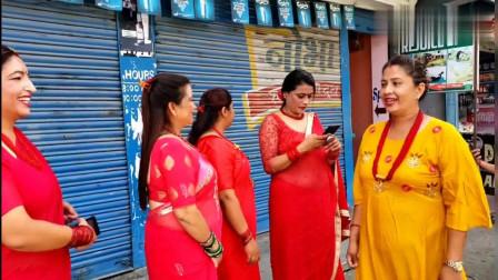 尼泊尔街头实拍:感受一下当地姑娘的热情,虽然穷但很善良