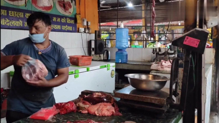 老外:尼泊尔女朋友带我逛菜市场,她最喜欢吃牛肉,看看这价格买得起么