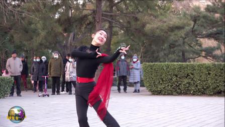 玲珑广场舞《白狐》,小红老师新舞试跳,太好看了!