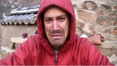 德国小伙来中国旅游,看到张家界差点哭了:你们管这叫爬山?