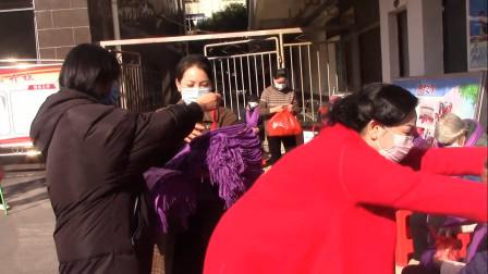 高安九紫新能源汽车有限公司刘茶英走进筠泉社区给老人送温暖