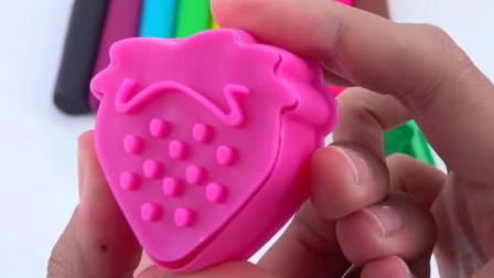 彩泥趣味玩具,用彩泥棒制作好多的草莓水果模型玩具。