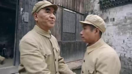 谷文昌领导给党员发枪,书记不要手枪要冲锋枪,睡觉都抱着