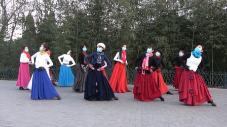 广场舞《爱在思金拉措》团队版,歌好听来舞好看,一起跳起来吧