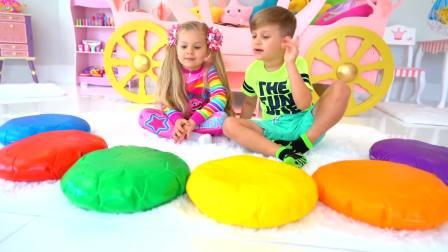 美国儿童时尚,小帅哥同小萝莉一起玩彩色的垫子认识颜色,你都认识吗