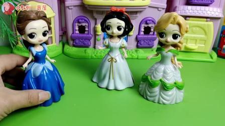 王子哥哥出差回来,给两位公主带来什么好看的衣服呢