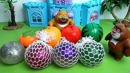 玩具故事:熊二把发泄球当玩成了蹦床!
