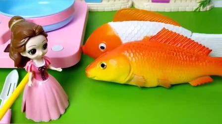 这个鱼原来是玩具做的,这下贝儿不能吃鱼了
