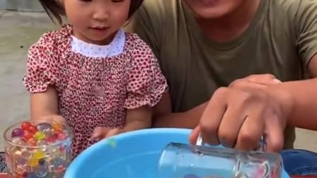 趣味生活:泡大珠没有水,依依宝贝有办法哦!