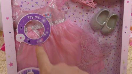 萌娃小可爱收到妈妈送的礼物,妈妈这次送给小可爱的是什么礼物呢