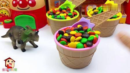 早教益智:三角龙饿了,吃巧克力冰淇淋和汉堡,恐龙玩具