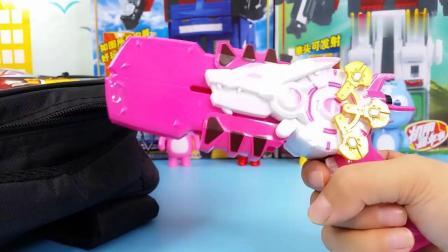 早教益智:书包装满玩具和零食,有光之枪,能量环和魔音杯