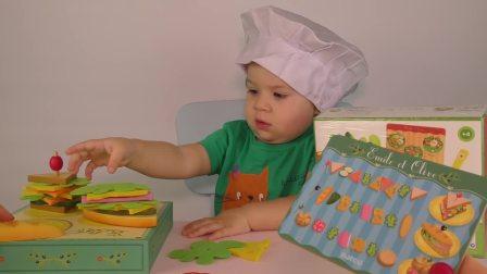 萌娃小可爱和妈妈做饭,快看看这些都是什么食材吧