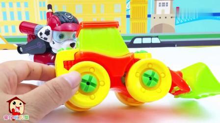 早教益智:动手组装卡通工程车推土车和铲车