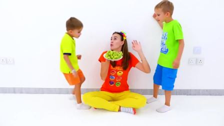 萌娃小萝莉小正太,用气球做玩具,和妈妈一起玩