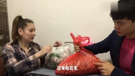 老外:俄罗斯洋媳妇收到农村公公送来自己种的农产品,很是开心!