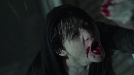 凶手想要血,警察伸手救他他却拿刀割警察的胳膊,为了血不顾一切