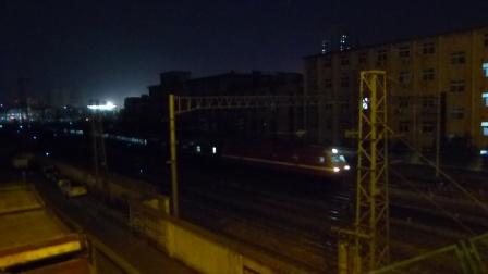 兰局兰段SS7E牵引Z293次开出郑州火车站