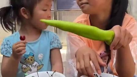 趣味生活:姐姐为了吃妹妹的樱桃,用这种方法套路妹妹