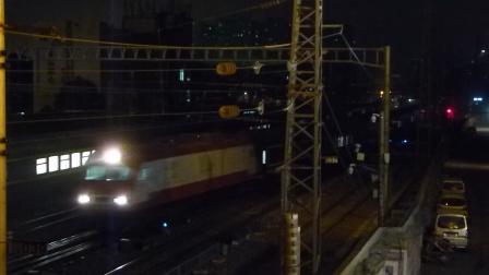 郑州站:SS7D交会SS9G牵引Z201次