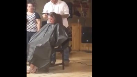 长发少妇在家里被丈夫剃光头