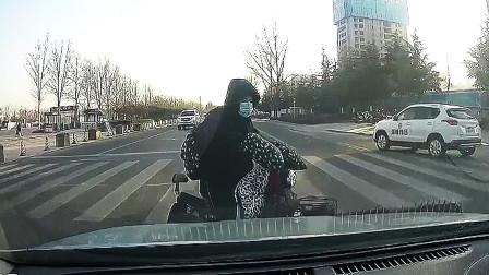 """中国交通事故集锦#5:开车不规范,多个""""亲人""""来相见"""