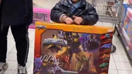 五彩童年:哇,这么大的玩具