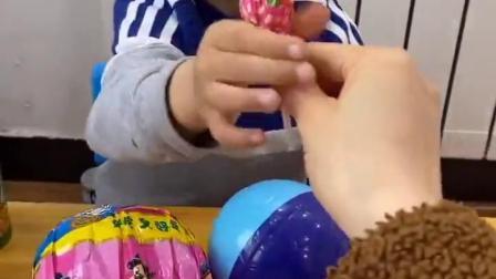 五彩童年:哈哈,大饼脸的哥哥选了个假的超级棒棒糖