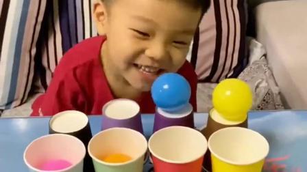 无穷的乐趣:吹小球,锻炼宝宝肺活量哦。