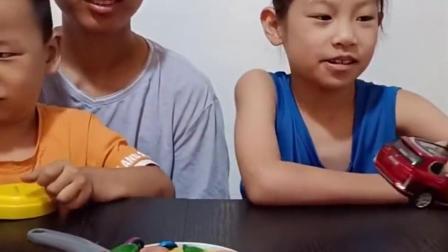 亲子乐事:弟弟给姐姐什么玩具,姐姐都不要