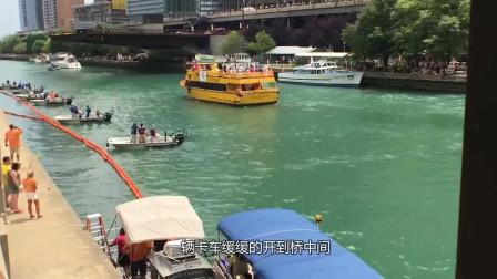 60000只鸭子被倒进河里,然后河面的情况就壮观起来了