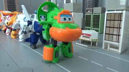 超级飞侠玩具,新一期的超级飞侠变身表演,飞侠们依次展开
