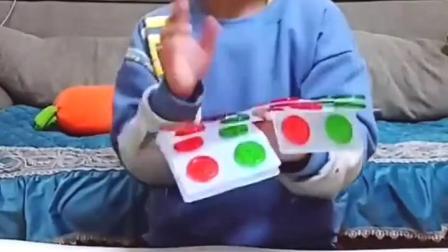 亲子互动:哈,字母糖,宝贝好欢畅。
