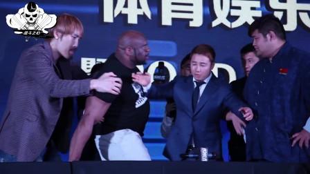 美国黑装巨兽发布会动手打人,激怒中国小胖,上场25秒遭狂虐KO