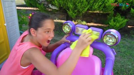 呆萌小萝莉公主和小正太有趣的儿童汽车总动员视频